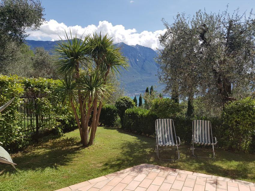 Gepflegter Garten des Casa Serena EG