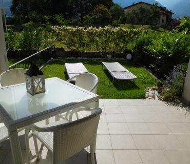 Terrasse und Garten -Bergseite Haus Nr.3
