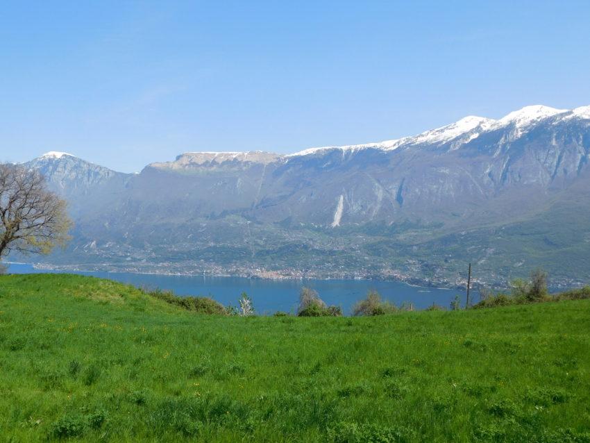 Blick auf den Gardasee und Berge