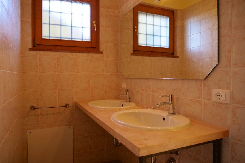 Bagno con doccia della camera matrimoniale -Casa Bella