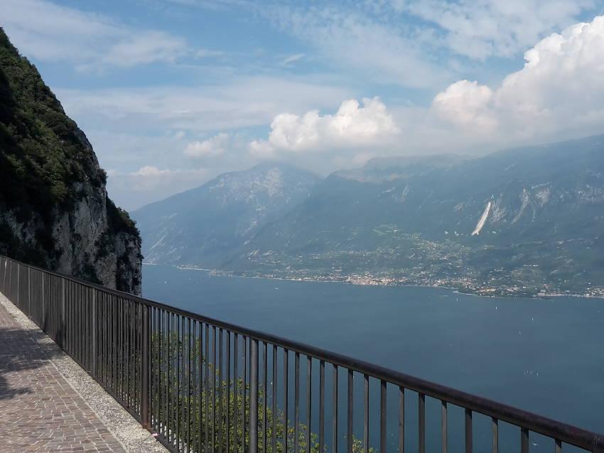 Balkon des Gardasees - Blick von Tignale Richtung Monte Baldo
